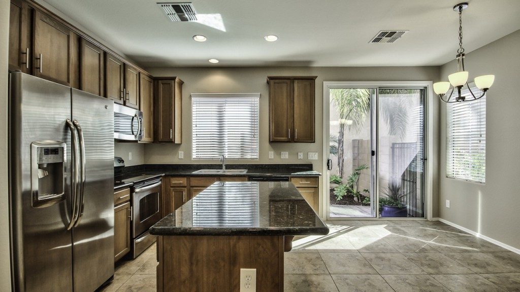 Gilbert Home for Sale in The Willows 3 bed 2.5 bath 1,682 SqFt priced under $220,000 designer kitchen upgrades