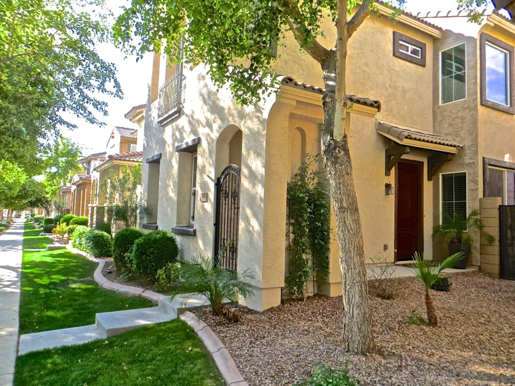 The Guerrero Group of Realty ONE 4142 E Vest Ave 3 bed 2.5 bath home for sale in The Willows $217,900